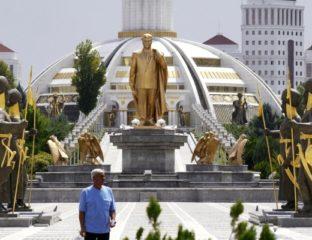 Statue Berdimuchammedow