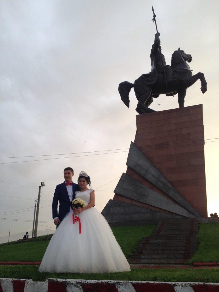 Menschen Kirgistan Ulad Begimai Hochzeit