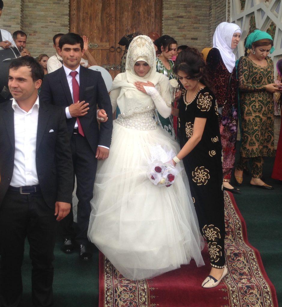 Menschen Zentralasiens Tadschikistan Surchochaschma Nikirus Takhmina Hochzeit