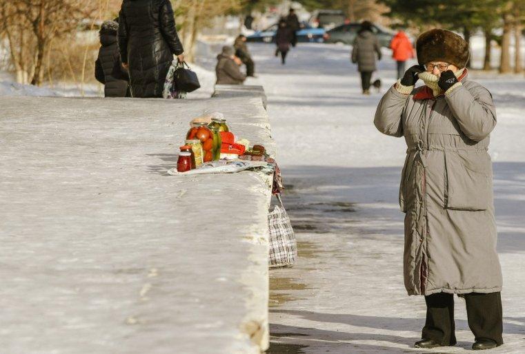 Zelinograd 25 Kasachstan Stepnogor Straßenhandem