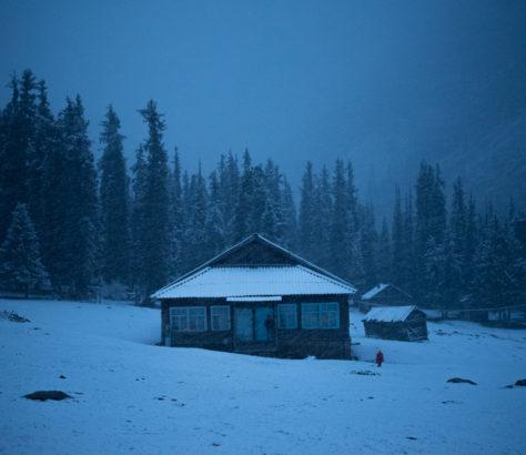 Hof in den Bergen von Kirgistan im Winter