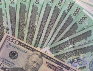 Usbekische Sum und US-Dollar