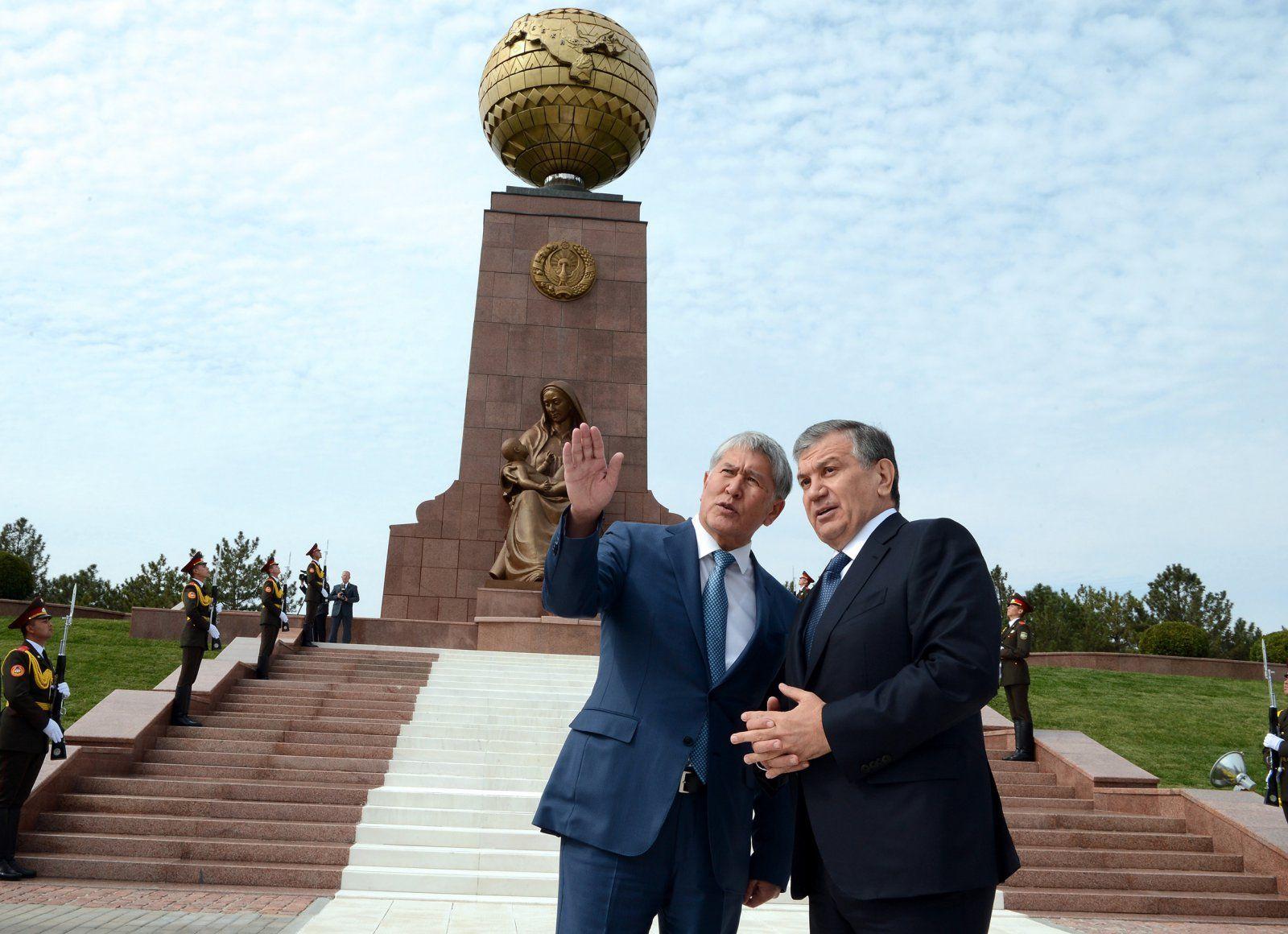 Atambajew auf Staatsbesuch in Taschkent mit Schawkat Mirsijojew