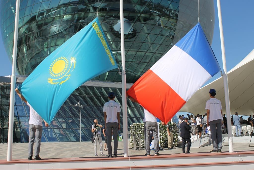Flaggen Kasachstan Frankreich