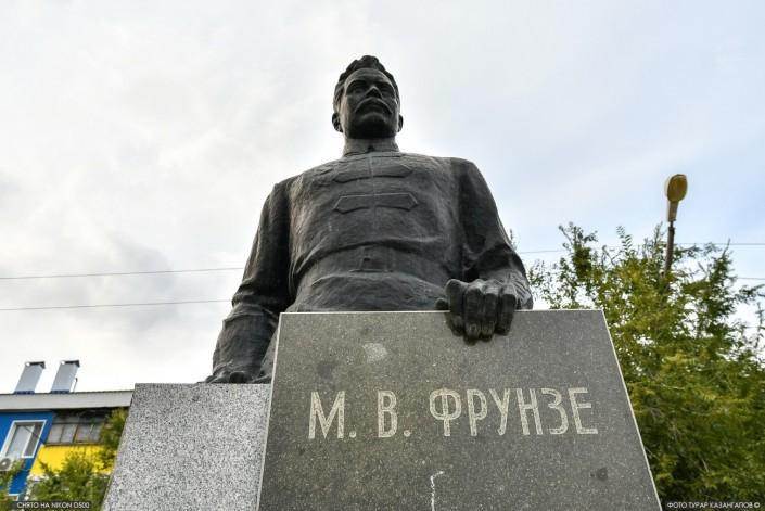 Statue des sowjetischen Militärführers Michail Frunse in Aktöbe