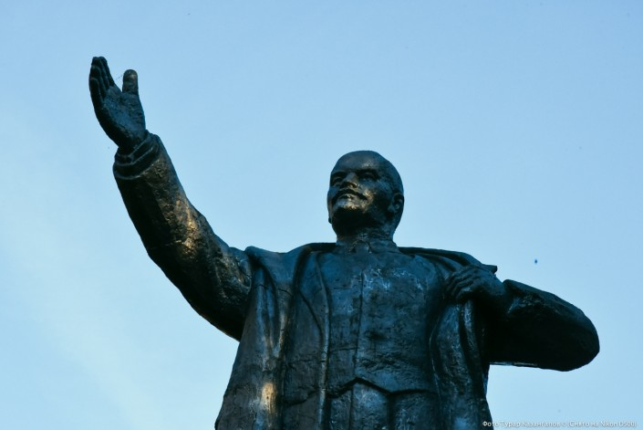 Lenin Statue im Dorf Kalatschi