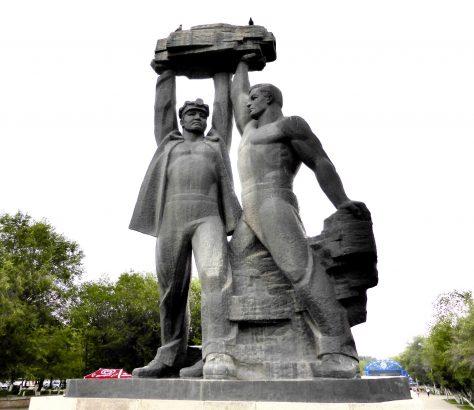 Statue für die Schachtarbeiter in Karagandy