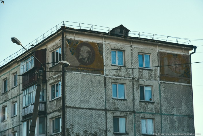 Lenin Abbild auf einem Wohnhaus von Petropawl