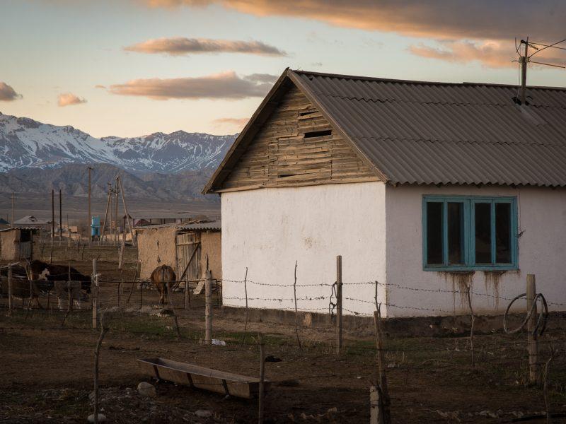 Ein Haus in der Nähe des Issikkölsees