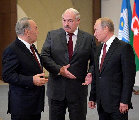 Die Präsidenten Kasachstans, Belarus' und Russlands im Gespräch