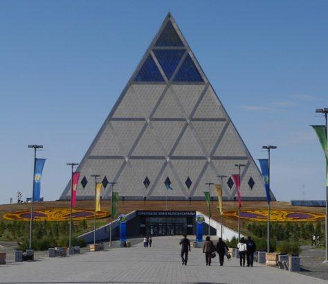 religiöse Pyramide in Astana