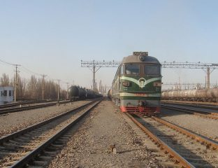 Güterzüge in Chinas westlicher Provinz Xinjiang