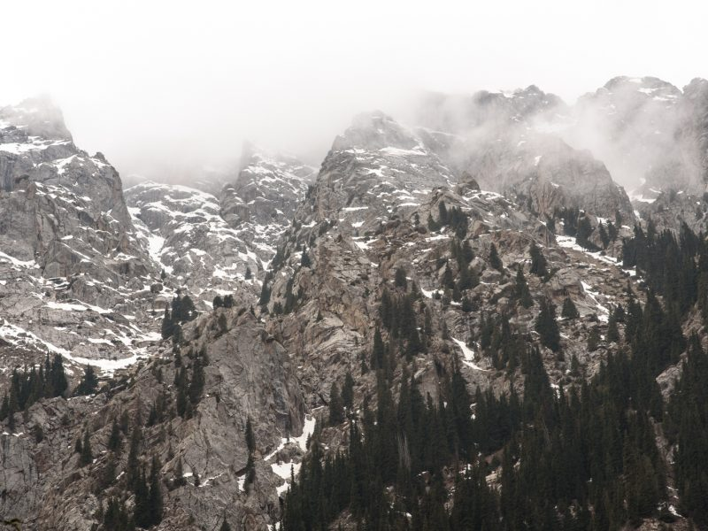 Kirgistan Gebirge Berggipfel Nebel