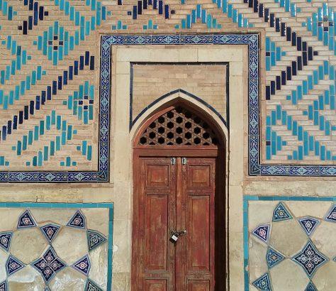 Tür am Yasaui-Mausoleum in Turkestan.