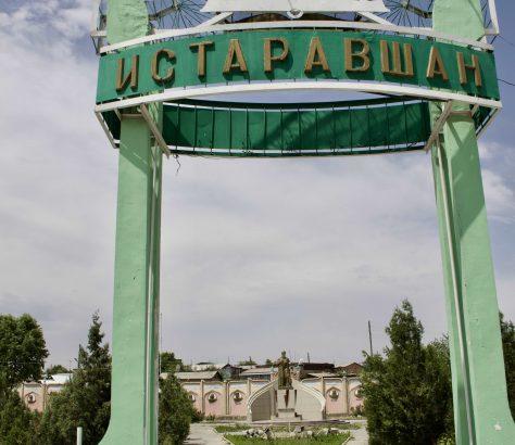 Eingang zum Park in Istaravshan