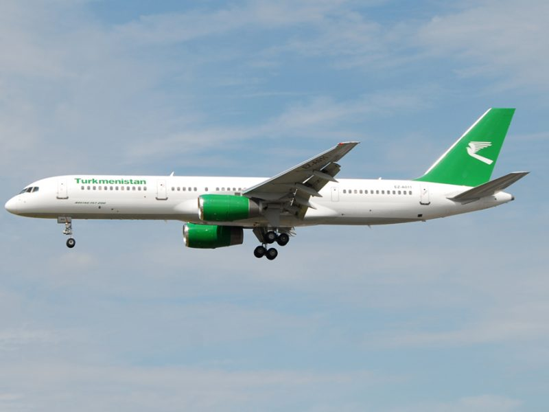 Ein Flugzeug von Turkmenistan Airlines