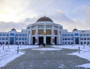 Haupteingang der Nazarbayev University in Nur-Sultan