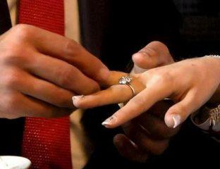Zwei Hände mit Eheringen