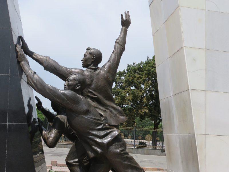 Kirgistan Denkmal Revolution Bischkek