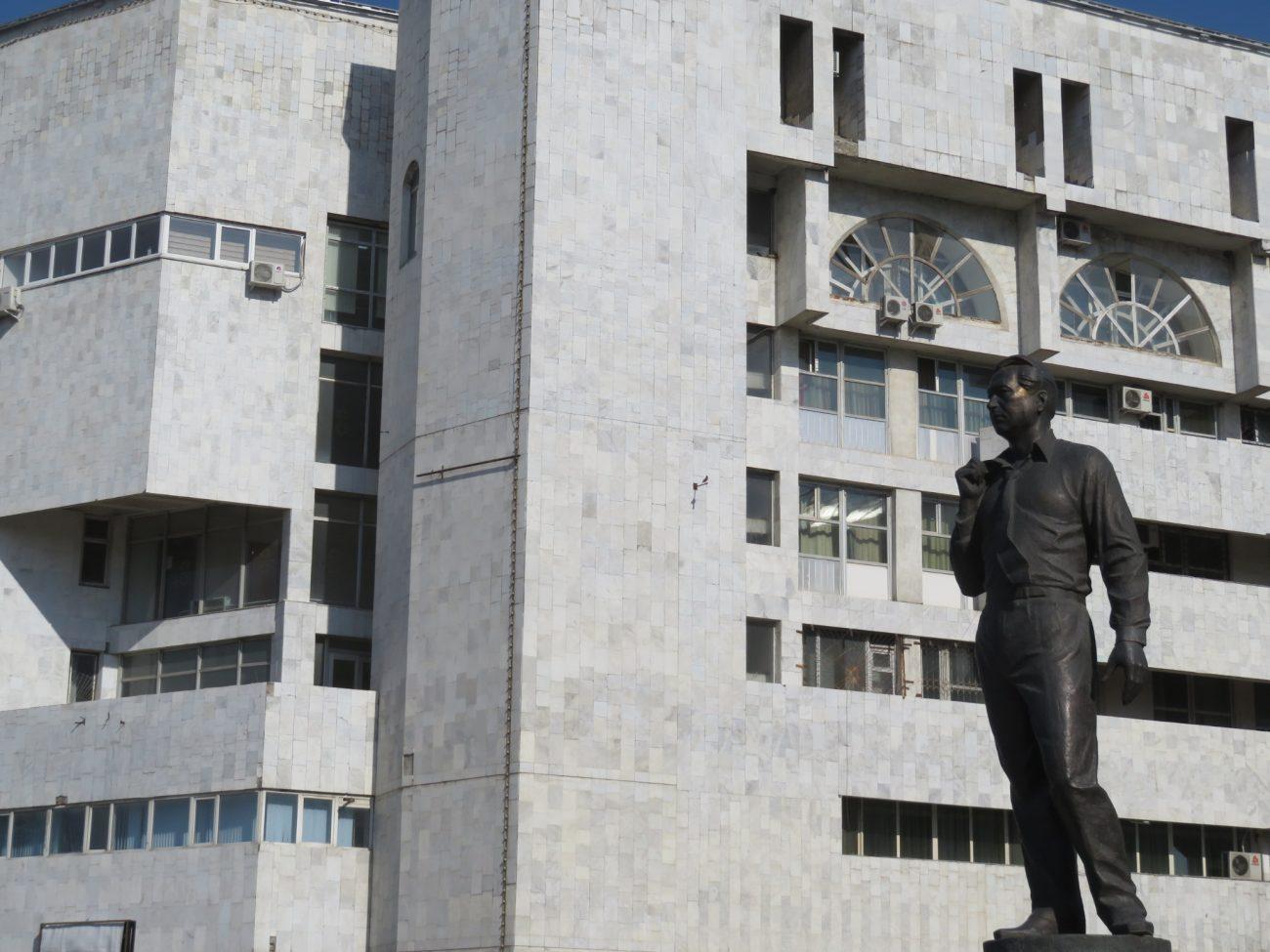 Statue von Tschingis Aitmatov