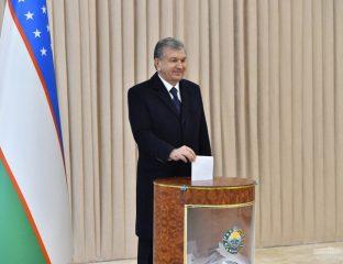 Usbekistans Präsident Mirziyoyev bei der Stimmabgabe
