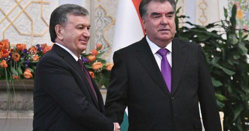 Usbekistans Präsident Shavkat Mirziyoyev und sein tadschikischer Amtskollege Emomali Rahmon