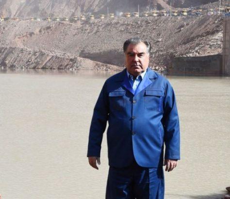 Tadschikistans Präsident Emomali Rahmon auf der Baustelle des Rogun-Wasserkraftwerks