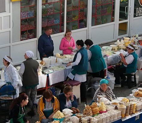 Verkäuferinnen auf einem Markt