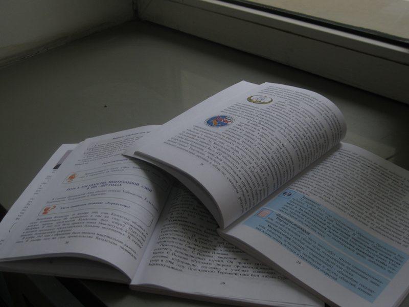 Usbekische Lehrbücher für Geschichte