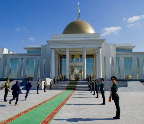 Ehrengarde in Turkmenistans HauptstadtAschgabat