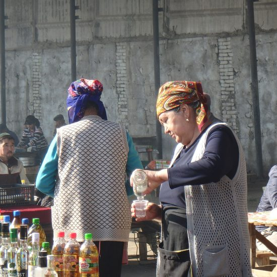 Verkäuferinnen in Kotschkor