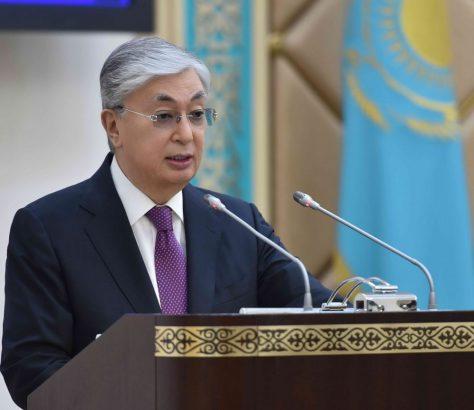 Qasym-Jomart Toqaev am 4. Mai vor dem Senat
