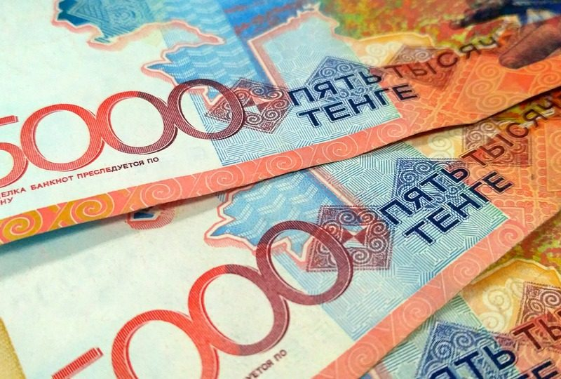 Geldscheine in der kasachstanischen Nationalwährung Tenge