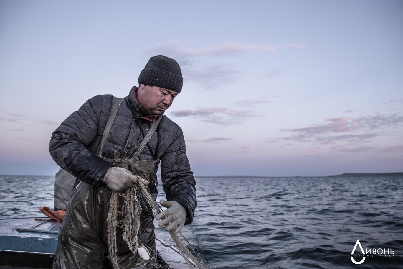 Un pêcheur sur la mer d'Aral