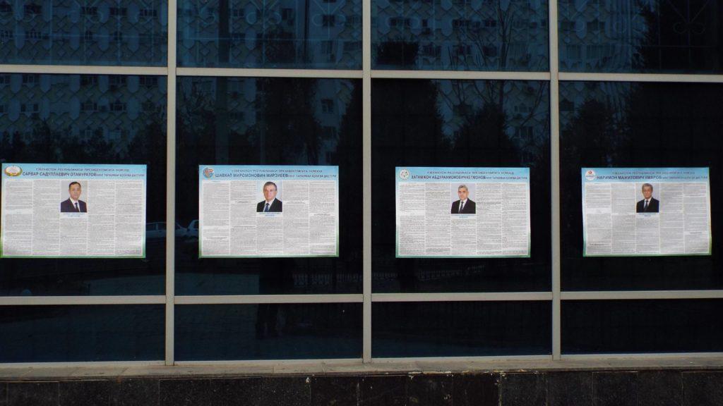 Le programme des candidats est placardé à travers les villes ouzbèkes