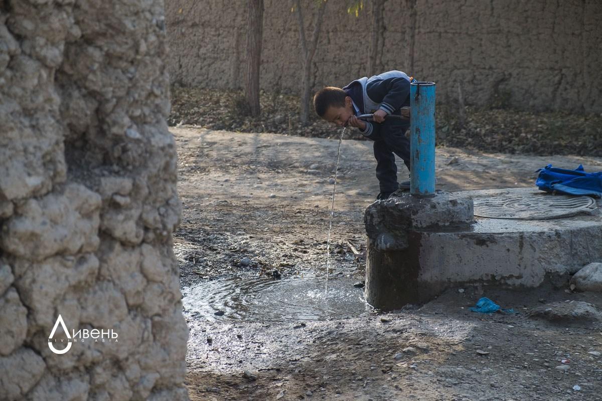 Contrairement à Kok-Tach, il y a à Kara-Bak de l'eau potable