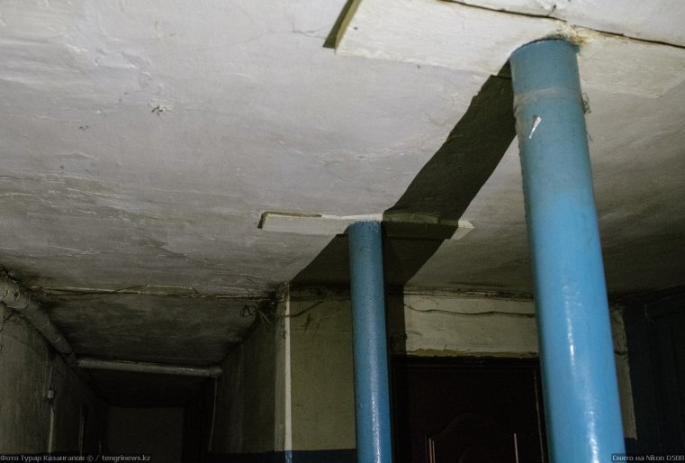 Prigorodny Kazakhstan colonnes toit Maison
