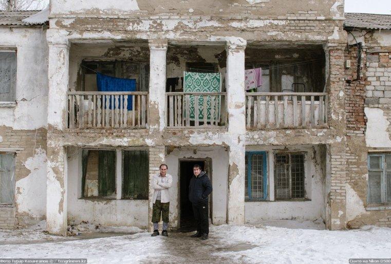 Prigorodny Kazakhstan Habitants Immeuble Ruine