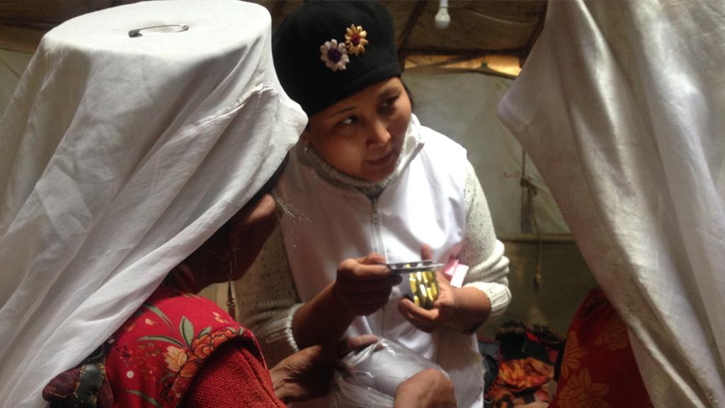 Pamir Kirghiz Afghanistan Médecin Santé Médecine Médicament Yourte