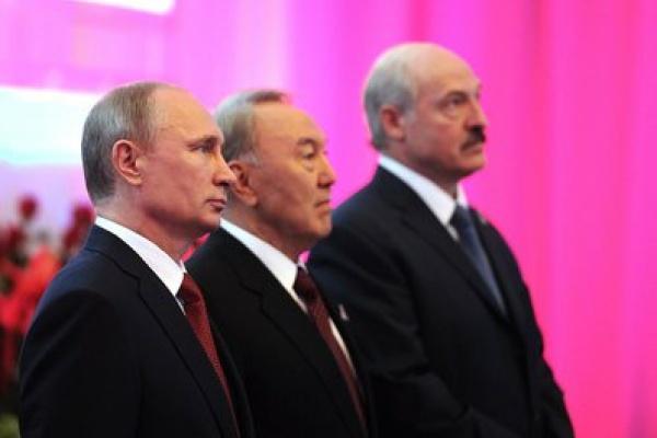 Vladimir Poutine Noursoultan Nazarbaïev Alexandre Loukachenko Kazakhstan Russie Biélorussie Bélarus