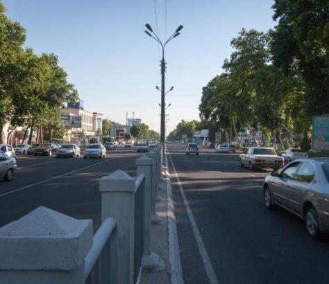 Voiture Avenue Tachkent Ouzbékistan Lada Daewoo Chevrolet PSA