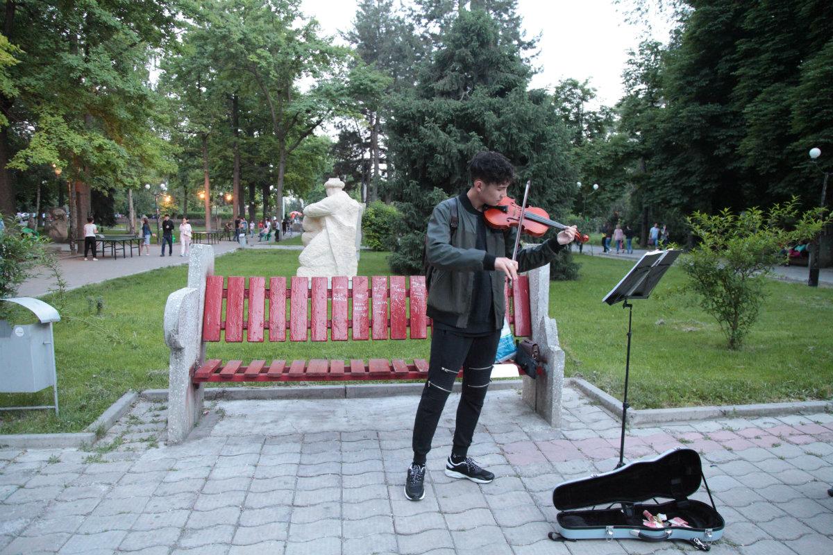 Nuit des musées Bichkek 2017 Kirghizstan Violoniste Violon
