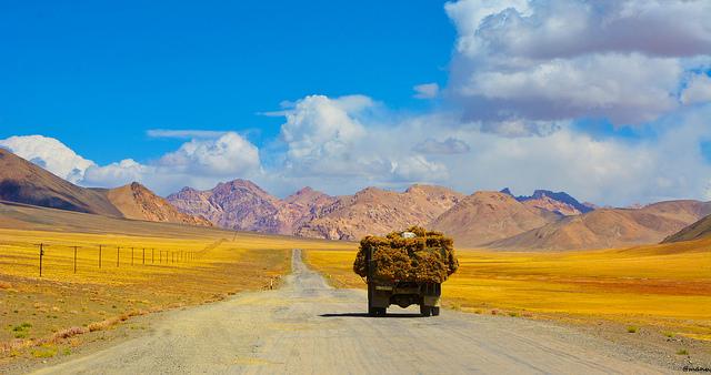 Route de la soie Asie centrale Camion Montagne