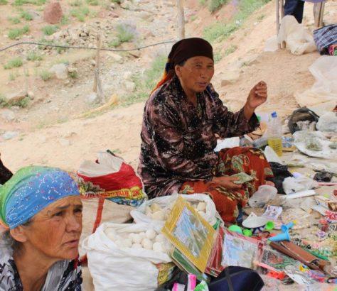 Marché Kachkadaria Ouzbékistan Vendeuses Vente
