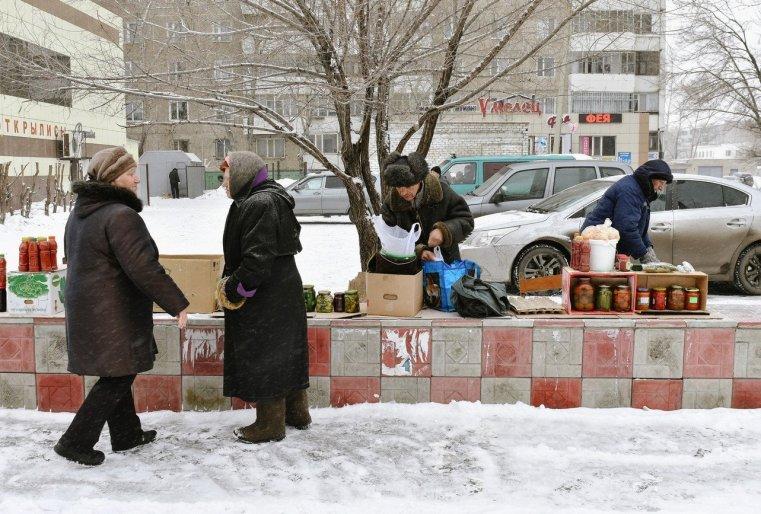 Ekibastouz Kazakhstan Marché Retraités Nourriture