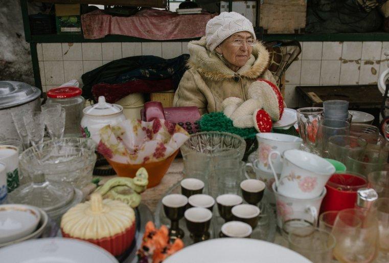 Ekibastouz Kazakhstan Jamilia Vente Marché Matériaux