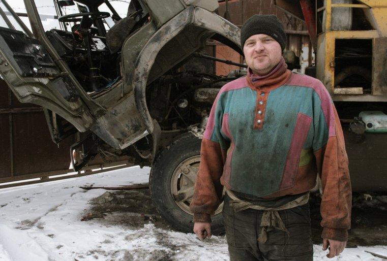 Ekibastouz Kazakhstan Dmitri Kamaz Réparation