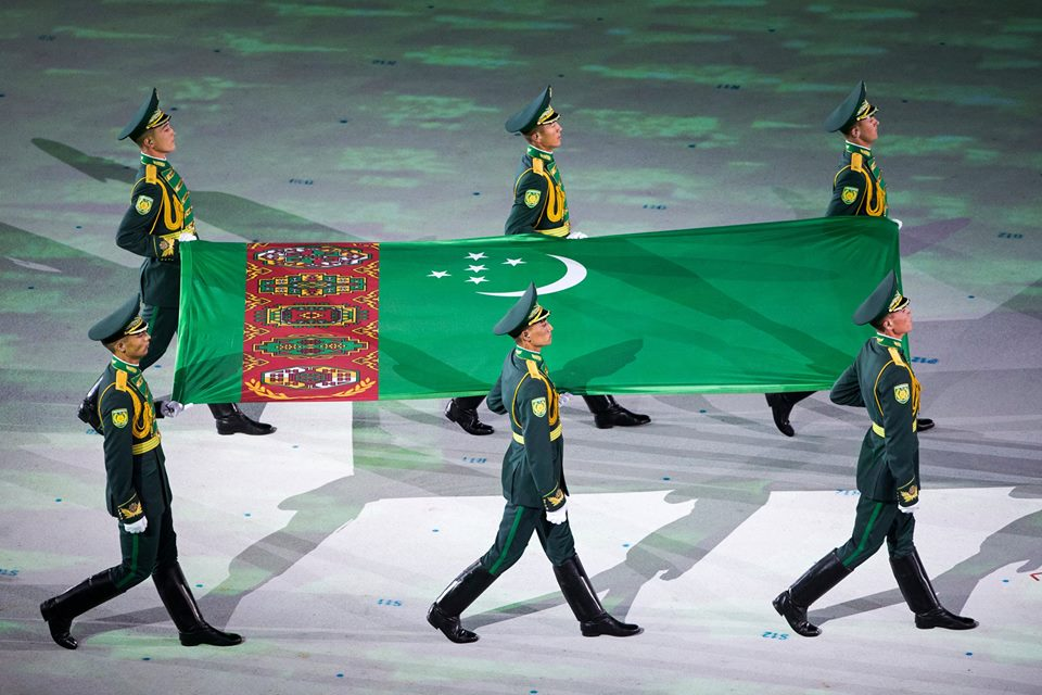 Jeux asiatiques Achgabat Turkménistan Stade Cérémonie ouverture Drapeau