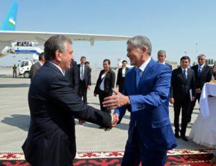 Almazbek Atambaïev Chavkat Mirzioïev Kirghizstan Ouzbékistan Visite officielle Arrivée