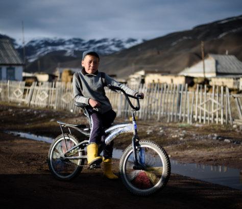Nurlan à Kojomkul après une partie de football Kirghizstan sport village